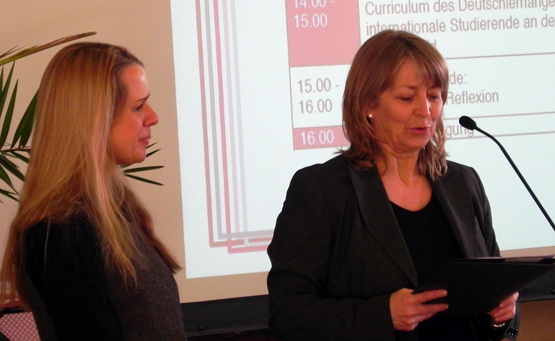 Tanja Fohr und Frau Prof. Dr. Aguado eröffnen die Tagung