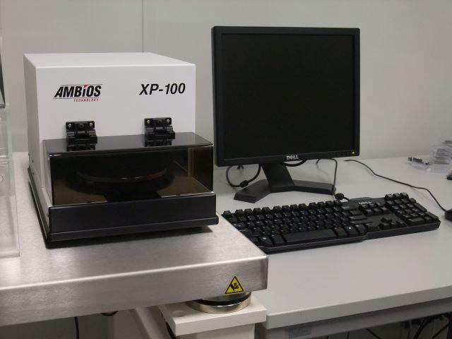 [Translate to English:] Foto: Ambios Technology Oberflächenprofilometer XP-100