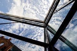 Glasfassade eines Gebäudes der Universität Kassel