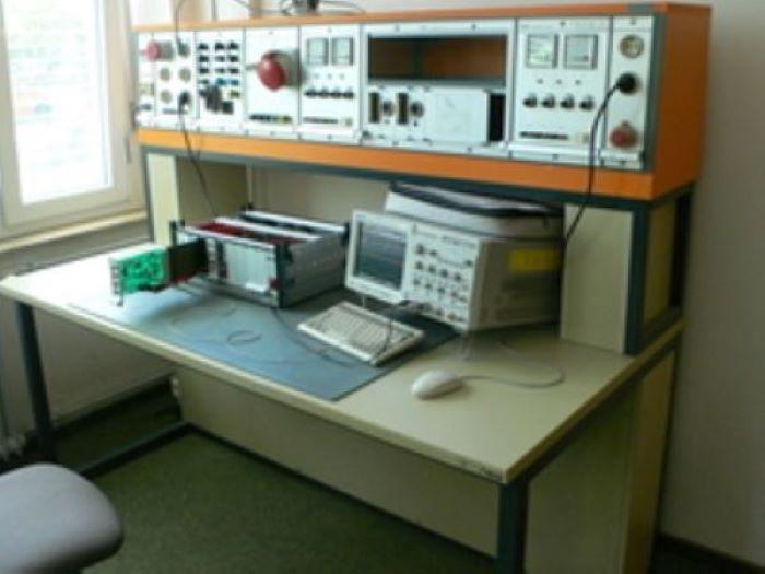 Arbeitsplatz Elektrolabor